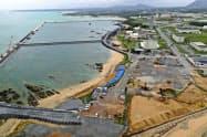 米軍普天間基地移設のための工事が進められる名護市辺野古の沿岸部(5日、小型無人機から)=共同