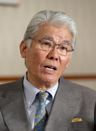 インタビューに答えるヨロズの志藤昭彦会長(5日、横浜市港北区)