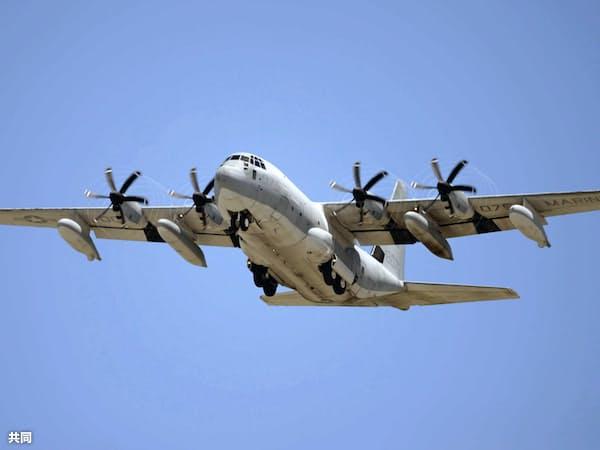米軍のKC130空中給油機=共同