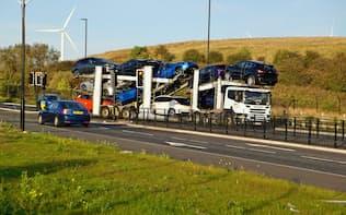 英国は輸出拠点として機能している(港に向かって運ばれる日産製の完成車)