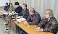 記者会見する「ユニオンみえ」の広岡法浄書記長(右から3人目)と元労働者のモロナガ・ルイ・ヨシノブさん(右端)ら(6日午後、三重県庁)=共同