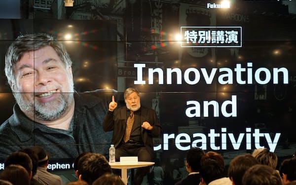 アップルの共同創業者スティーブ・ウォズニアック氏が福岡の学生らにエンジニアの重要性を語った(6日、福岡市中央区)