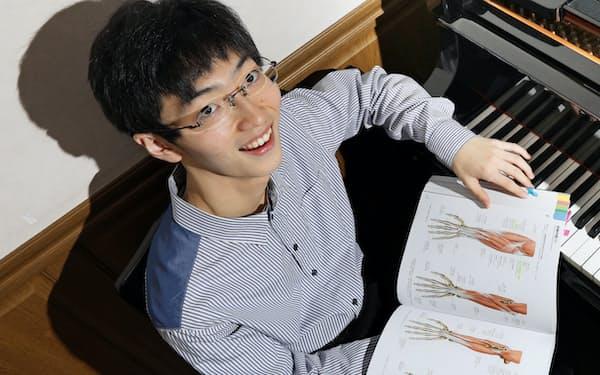 ピアニストで名古屋大医学部生の沢田蒼梧さん(20)