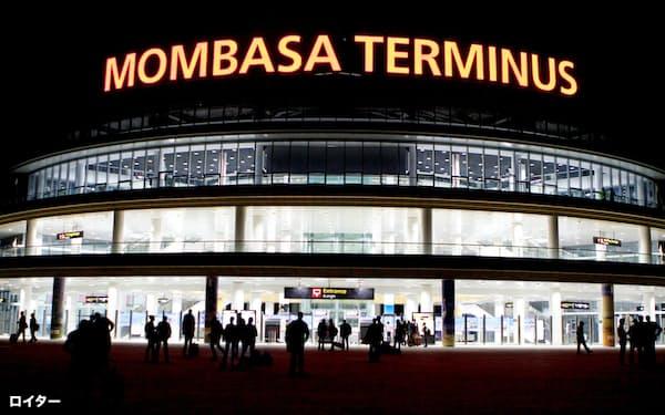 新設されたケニアのモンバサ駅。モンバサ―ナイロビ線はスキャンダルに見舞われ、批判が高まっている=ロイター