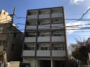 部屋の多くが民泊向けに利用されているマンション(東京都新宿区)
