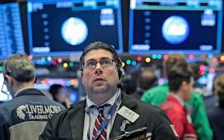 ニューヨーク証券取引所のトレーダー=ロイター