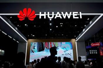 運用指針はファーウェイなどの製品を念頭に置く(6月、上海の見本市)=ロイター