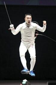 男子フルーレで優勝した藤野大樹(9日、東京グローブ座)=代表撮影・共同