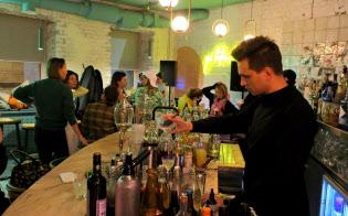 モスクワで開店した、砂糖を極力使わないバーは健康志向の若者でにぎわう