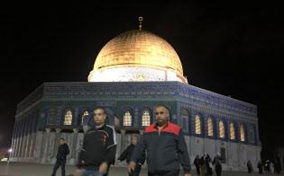 11月9日早朝、トルコのNGOが手配したバスでアラブ系イスラエル人が礼拝のため東エルサレムの聖地を訪れた