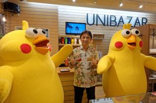 NTTドコモの吉沢和弘社長は、米ハワイ州での「dポイント」の導入開始をアピールするイベントに参加した