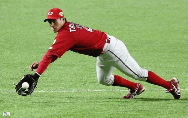 田中は三遊間の打球の処理のうまさも目立った=共同