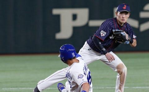 源田(右)は日米野球の日本代表にも選ばれた=AP