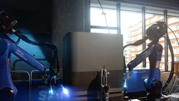 運搬・溶接ロボ 建設現場に導入 清水建設が公開