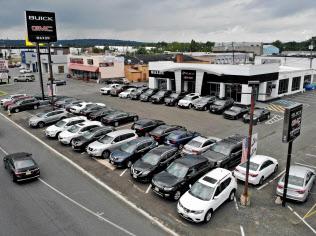 米自動車大手は米の安全・環境基準の受け入れを求めた=AP
