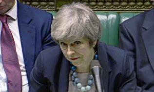 EU離脱案の議会採決延期を表明するメイ英首相(10日、ロンドン)=AP
