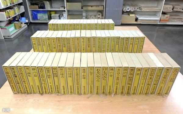 北九州市立中央図書館に寄贈された「松本清張全集」(同館提供)=共同