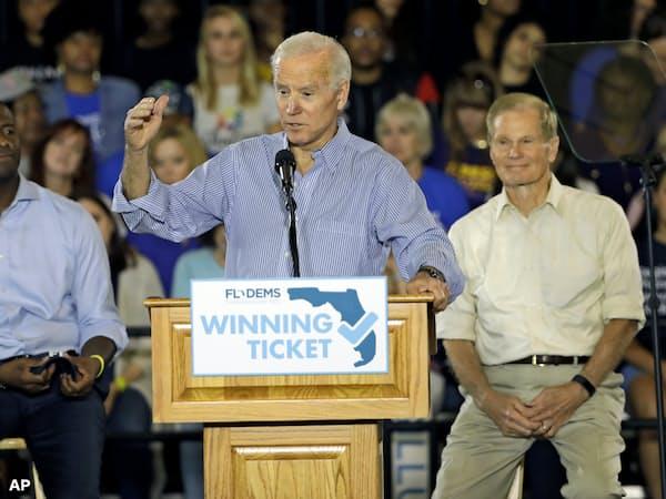 10月、フロリダ州知事選で民主党候補を応援するバイデン前副大統領=AP