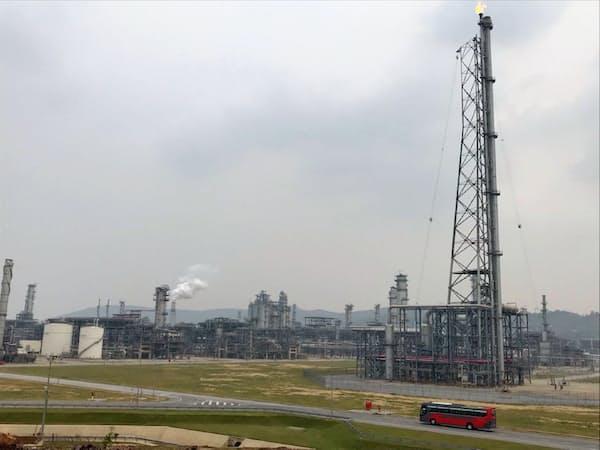 出光興産がベトナムに新設したニソン製油所の商業運転が始まった(ベトナム)