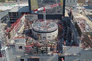 核融合炉本体を入れる遮蔽体(中央)ができた(ITER機構提供)