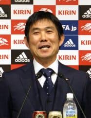 サッカー日本代表の活動日程を発表し、意気込みを語る森保監督(11日、東京都内)=共同