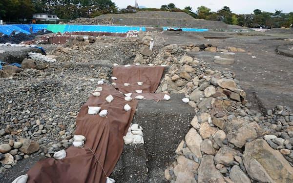 駿府城公園の発掘調査で豊臣方が築いた「幻の城」の解明が進む(10月、静岡市)