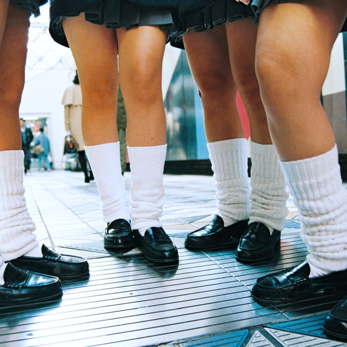 女子高生にウケた「だらしない」靴下(平成のアルバム): 日本経済新聞