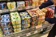 第三のビールの販売競争は激しさを増している(埼玉県新座市のいなげや大泉学園店)