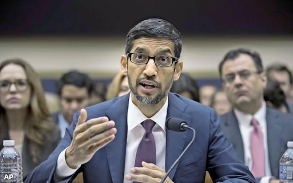 11日、米下院公聴会に出席したグーグルのスンダー・ピチャイCEO=AP