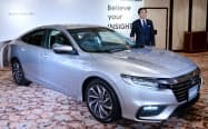 新型ハイブリッド車「インサイト」を発表するホンダの寺谷公良執行役員(13日午後、東京都港区)