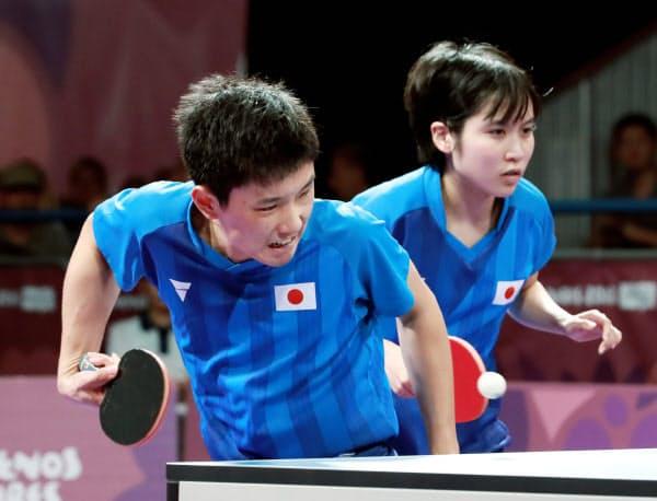 卓球混合団体で銀メダルを獲得した張本・平野組