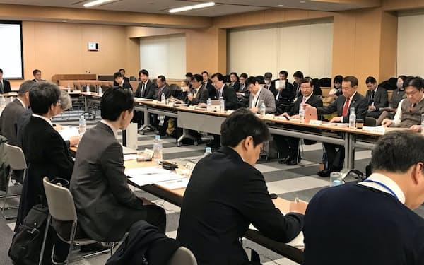 検討会議では「人間中心のAI原則」について話し合われた(13日、内閣府)