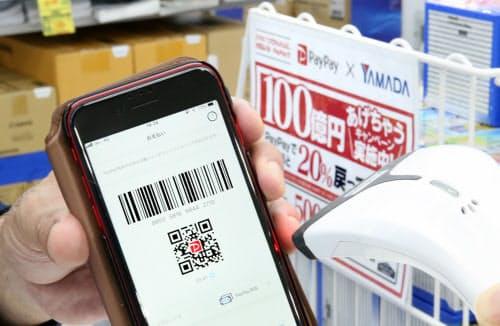 スマホ決済アプリ「ペイペイ」は表示したバーコードを店員が読み取ると支払いが完了する