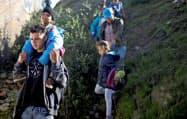 移民集団の大半はホンジュラス出身者だ(12日、メキシコ北西部ティフアナ)=ロイター