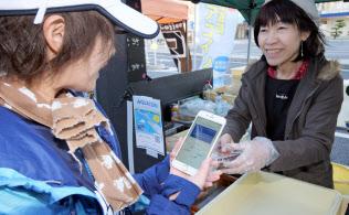 QRコードで決済する地域通貨を取り入れる動きも広がる(千葉県木更津市)