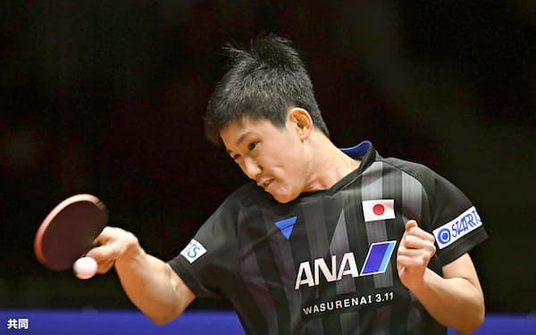 男子シングルスで決勝進出を決めた張本智和(15日、仁川)=共同