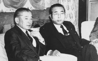 税制抜本改革法案について協議する竹下首相と山中自民税調会長(1988年)