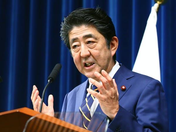 臨時国会閉幕を受け、記者会見する安倍首相(10日、首相官邸)