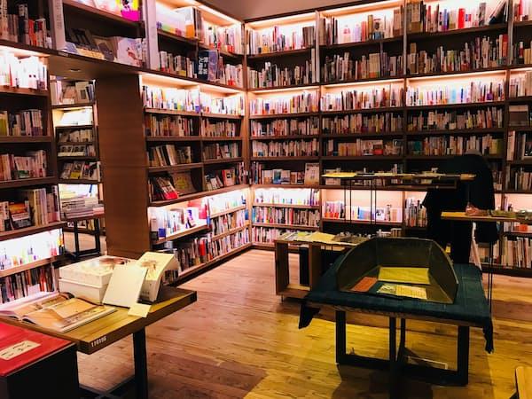 代官山蔦屋書店 人文コーナーの歴史本などを扱う小部屋