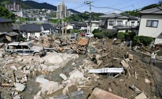 土砂が流れ込んだ広島市安芸区の住宅街(7月10日)=共同