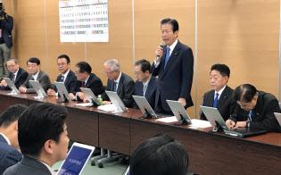 公明党の中央幹事会で挨拶する山口代表(6日、東京・新宿)