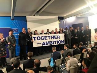 パリ協定の目標達成へ取り組み強化を表明した「野心連合」(14日、ポーランド・カトウィツェ)