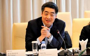 取材に応じるファーウェイの胡厚崑副会長兼輪番会長(18日、深圳の本社)