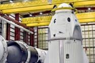 スペースXが試験飛行を予定する有人宇宙船=ロイター