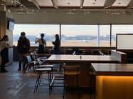 滑走路を望めるカフェ