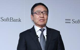 記者会見するソフトバンクの宮内謙社長(19日午後、東京都中央区)