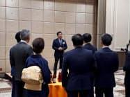 新潟燈火会の発足イベントであいさつする代表世話人の峰政祐己氏(新潟市)