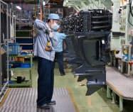 袋井南工場では大型船外機を増産する(静岡県袋井市)