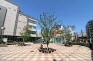 改装したJR大塚駅前の広場では夜の消費を盛り上げるイベントも企画する