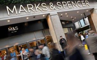 小売り大手のマークス・アンド・スペンサーの株価は今年に入って19%下落した=ロイター